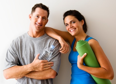 A healthy couple at the gym: a picture of wellness.
